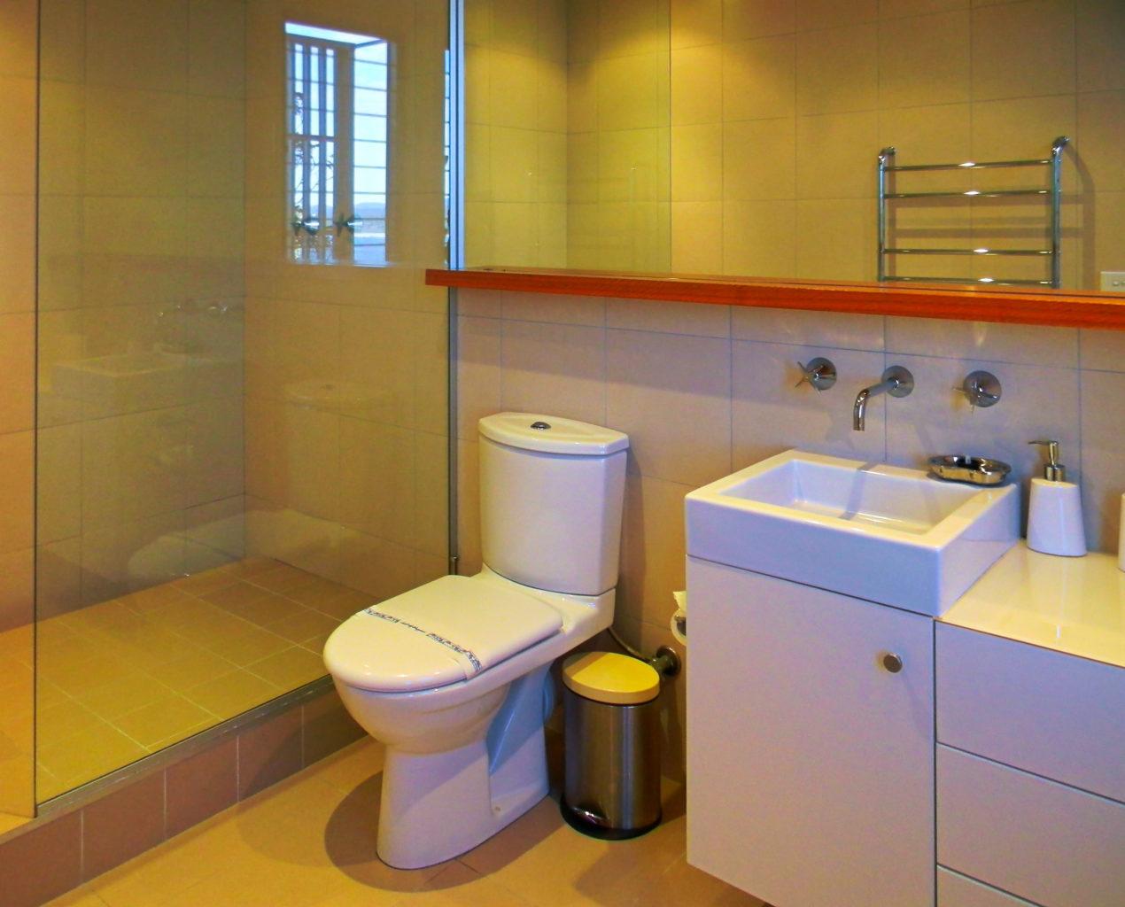 Longpoint living bathroom